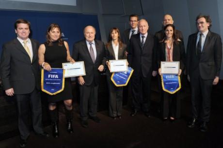 Vainqueurs du Prix du Réseau FIFA/CIES en visite au siège de la FIFA